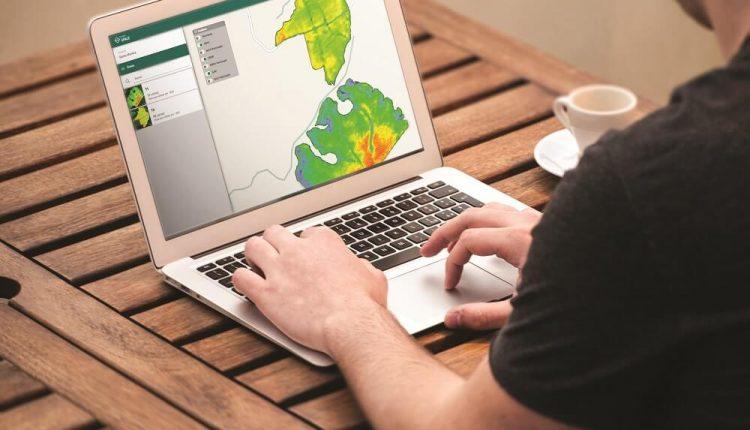 homem computador mapa calor